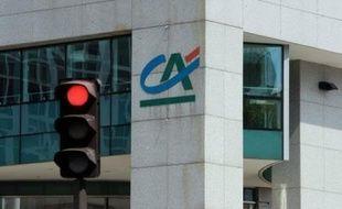 """Toujours affectées par la crise des """"subprime"""", les banques françaises Crédit Agricole et Natixis ont annoncé jeudi des résultats trimestriels en forte baisse et des plans de rigueur, qui passeront par des suppressions d'emplois, pour redresser la situation."""