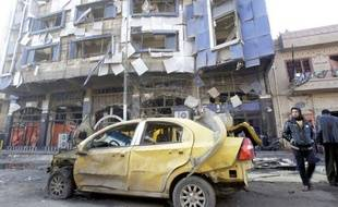 Huit personnes dont trois enfants et un colonel de l'armée irakienne ont été tuées mardi dans plusieurs attaques au nord de Bagdad, selon des sources de sécurité et médicale.