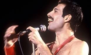 Freddie Mercury sur scène aux Etats-Unis
