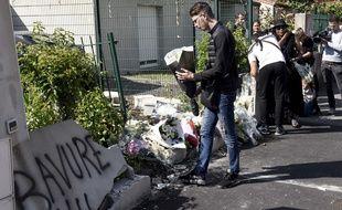 Dépôt de fleurs sur le lieu de la mort d'Aboubacar Fofana, le 5 juillet 2018 à Nantes.