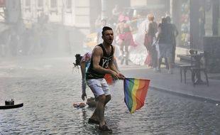 Un participant à la Gay Pride turque, à Istanbul, le 28 juin 2015.