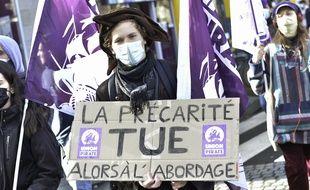 Lors d'une manifestation le 6 février à Rennes contre la précarité.