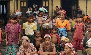 Les Rohingyas, minorité musulmane apatride, peuvent-ils devenir citoyens birmans ? La question est au coeur des violences communautaires qui ont récemment secoué l'ouest du pays mais il semble exclu que le pouvoir y consente, préviennent les experts.