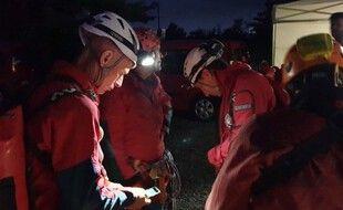 Une quarantaine de sapeurs-pompiers ont été mobilisés pour secourir l'homme d'une vingtaine d'années bloqué sous terre.
