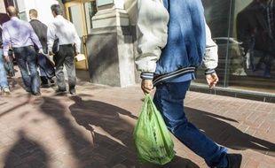 A partir de janvier 2016, la distribution de sacs plastiques sera interdite dans le commerce