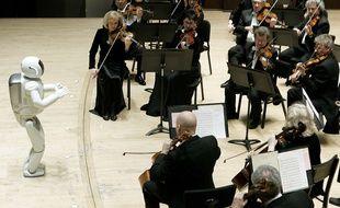Asimo, le robot d'Honda, dirige l'orchestre de Detroit en 2008