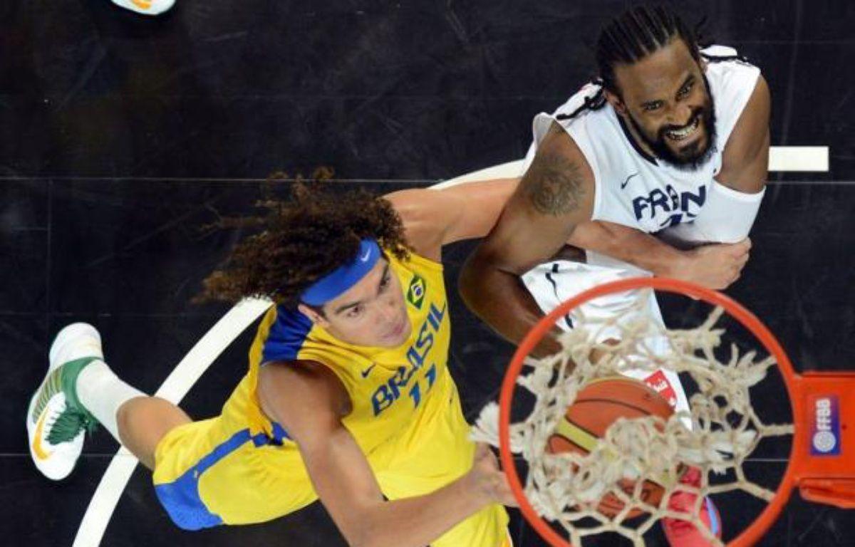 Les basketteurs français ont engrangé de la confiance précieuse avant les jeux Olympiques de Londres, avec un succès 78-74 sur le Brésil au terme d'un match encore imparfait mais séduisant, samedi à Strasbourg. – Patrick Hertzog afp.com