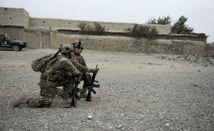 Deux soldats de l'Isaf, la force armée de l'Otan, ont été tués mercredi dans un attentat suicide au sud de la province de Kaboul, a-t-on appris de sources concordantes.