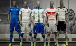 Des maillots de football Puma le 18 février 2016 à Herzogenaurach, en Bavière
