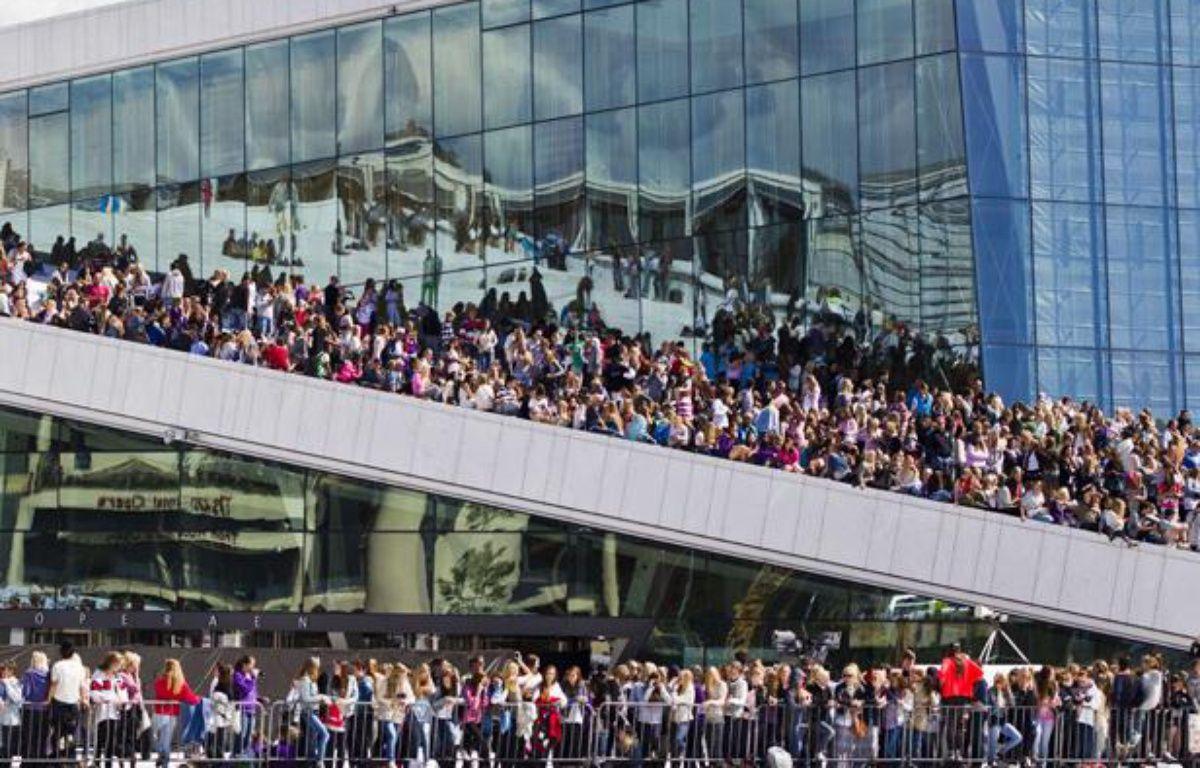 Des milliers de fans survoltés de Justin Bieber attendent leur idole dans les rues d'Oslo, en Norvège, le 30 mai 2012. – Vegard Groett/AP/SIPA