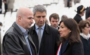 Bernard Jomier (à gauche), sénateur et ancien adjoint d'Anne Hidalgo, a rejoint la réserve sanitaire