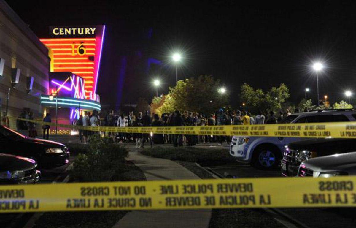 Sur le parking du cinéma où s'est déroulée une fusillade lors de la projection de «Batman» à Denver, dans le Colorado, le 20 juillet 2012. – K. GEHRING / AP / SIPA