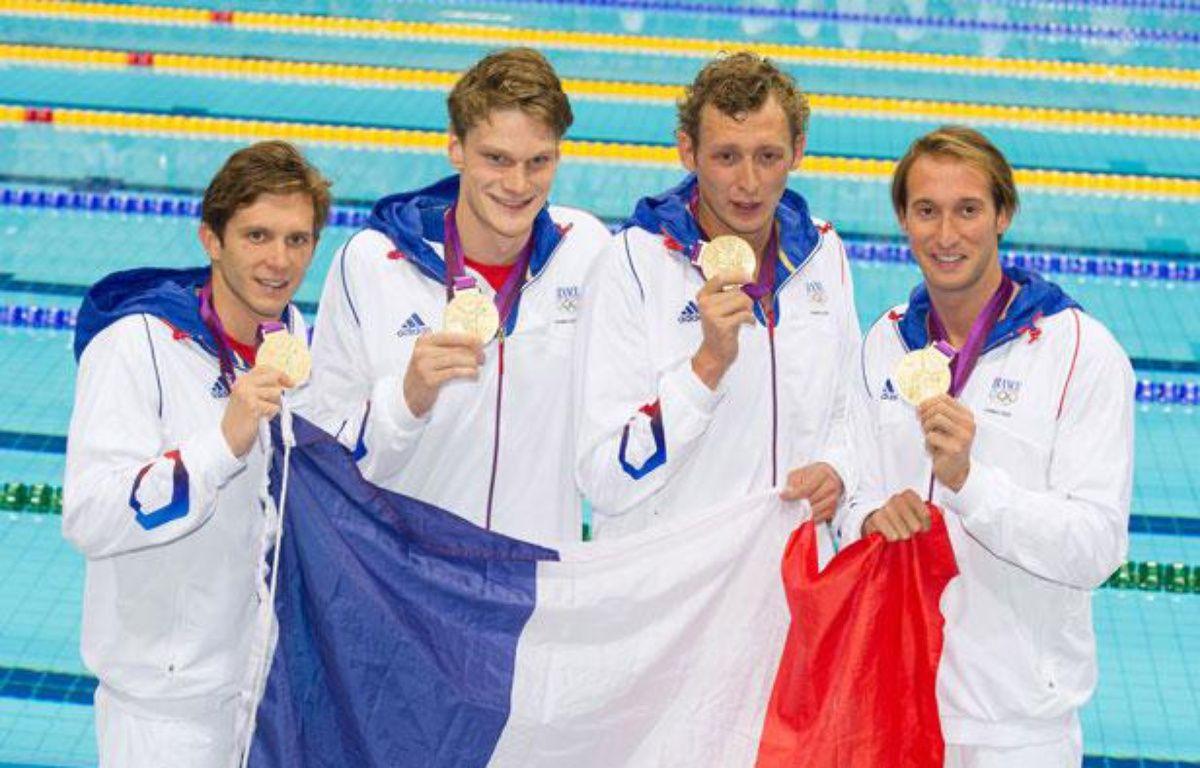 Clément Lefert, Yannick Agnel, Amaury Leveaux et Fabien Gilot, champions olympiques du relais 4x100m nage libre, à Londres, le 29 juillet 2012. – NIVIERE/CHAMUSSY/SIPA