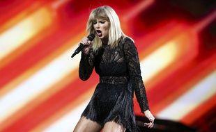 Taylor Swift refuse de saluer ses fans et se fait huer