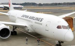 Un Boeing 787 Dreamliner de la Japan Airlines, à l'aéroport international Narita, près de Tokyo, le 15 janvier 2014
