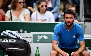 Gilles Simon en détresse, battu en trois sets par un Italien issu des qualifications au 2e tour de Roland-Garros, le 30 mai 2019.