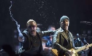 Bono et The Edge, membres de U2, à Vancouver, le 14 mai 2015.