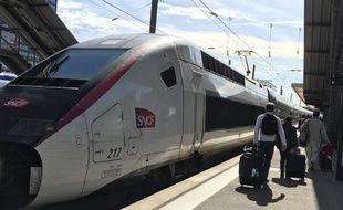 Voyageurs en gare de Lille-Flandres.