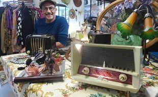 Philippe Ruiz change entièrement la partie électronique des radios.