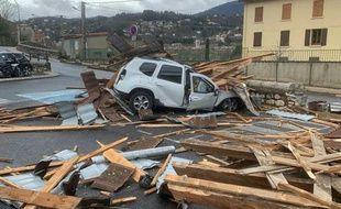 Le toit d'un centre des impôts s'est envolé dans le Gard