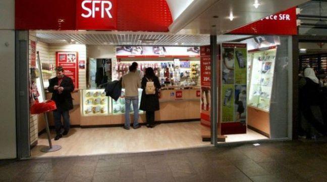 L'opérateur de téléphonie mobile SFR (Vivendi) réplique à son tour à l'arrivée de Free sur le marché avec une baisse de tarifs de sa gamme Red via des forfaits allant de 9,90 à 24,90 euros par mois qui seront disponibles sur internet dès la semaine prochaine. – Jacques Demarthon afp.com