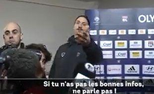 Ibrahimovic envoie balader un journaliste après la rencontre entre le PSG et l'OL le 8 février 2015.
