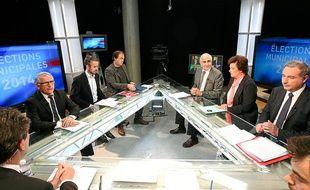 Six candidats à la mairie de Toulouse sur le plateau de TLT pour un débat d'avant premier tour, le 18 mars 2014.