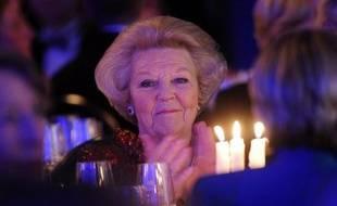 La reine Beatrix des Pays-Bas, qui fêtera mercredi ses 75 ans, va annoncer lundi soir son abdication après presque 33 ans de règne au profit de son fils aîné, le prince Willem-Alexander, ont annoncé les médias néerlandais, citant des sources proches de la Maison royale.
