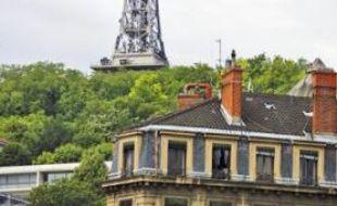 Lyon Fourvière est l'un de six émetteurs principaux de la région.