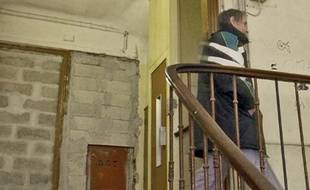 Le secrétaire d'Etat au Logement a reconnu que l'Etat avait du mal à remplir ses obligations en matière de logement.