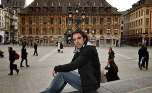 Le milieu de terrain du VAFC, José Saez, photographié ici place de l'Opéra à Lille le 6 mars 2013.