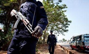 Un policier à Kampala