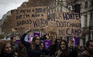 Des milliers de femmes et d'hommes ont manifesté à Paris et dans 50 villes de France contre les violences sexistes, ce samedi.