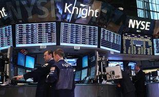 L'erreur de programmation qui a valu au courtier américain Knight Capital de perdre 440 millions d'euros soulève à nouveau la question de l'omniprésence sur les marchés de machines accusées par leurs détracteurs d'augmenter les risques et de léser les investisseurs.