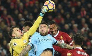 Un duel lors de Liverpool - Manchester City