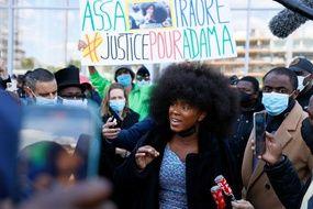 Pour Assa Traore, ici le 7 mai 2021, la mort de Mahamadou Fofana n'est pas accidentelle.