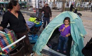 Montreuil le 2 mai 2013. Campement devant la mairie de Montreuil apres 2 expulsion dans la journee et notamment du campement rom a Montreuil rue de Paris en face du palais des congres.