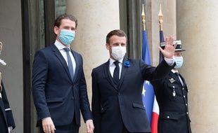 Emmanuel Macron accueille le chancelier autrichien Sebastian Kurz pour évoquer le sujet du terrorisme, le 10 novembre 2020.