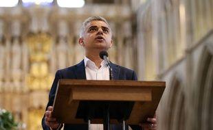 Sadiq Khan prête serment au lendemain de son élection à la tête de la mairie de Londres, le 7 mai 2016 à la cathédrale de  Southwark.