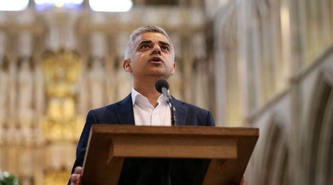 Sadiq Khan prête serment au lendemain de son élection à la tête de la mairie de Londres, le 7 mai 2016 à la cathédrale de  Southwark. –  Yui Mok/AP/SIPA