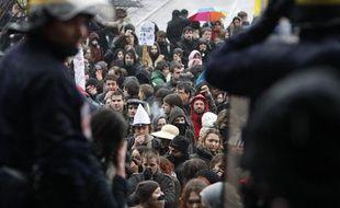 Des enseignants-chercheurs et des étudiants manifestent à l'occasion de la visite de Valérie Pécresse à Strasbourg le 5 février 2009.