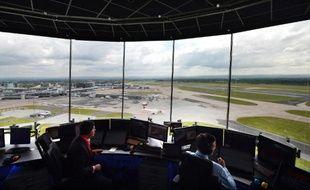 Le trafic aérien ne cesse d'augmenter, et avec lui les besoins de systèmes et équipements de contrôle pour gérer décollages, atterrissages, éviter les attentes et les collisions : un défi et un relais de croissance pour l'industrie.