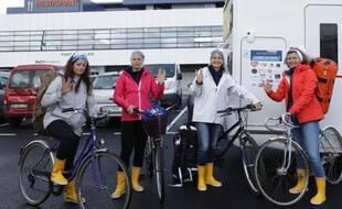 Les quatre aventurières au départ du port de  Calais.