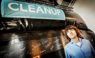 Boyan Slat, un militant écologiste lors de la présentation de son prototype de barrière filtrante destinée à dépolluer les océans, le 22 juin 2016 à Scheveningen, aux Pays-Bas