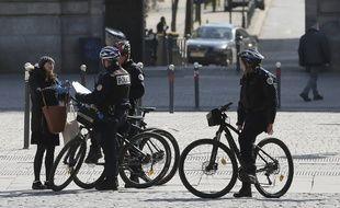 Les contrôles de police pour faire respecter le confinement vont être renforcés.