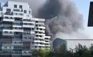 Le feu s'est déclaré à Issy-les-Moulineaux