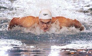 Le champion olympique du 50 m libre Florent Manaudou a signé le 2e temps des séries sur 50 m papillon (24.05), au lendemain des obsèques de son meilleur ami d'enfance, lors des Championnats de France mardi à Rennes.