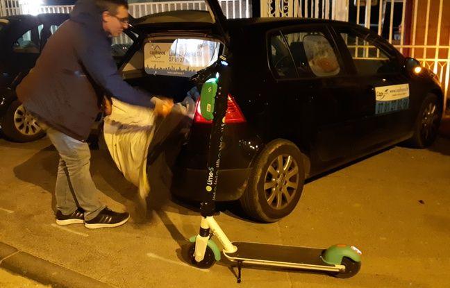 Louis peut mettre quatre trottinettes dans le coffre de sa voiture.