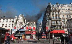 Un incendie s'est déclaré à l'Elysée Montmartre, à Paris (18e), le 22 mars 2011.