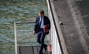 Emmanuel Macron prenant le bateau pour se rendre au ministère de l'Economie le 30 août 2016.